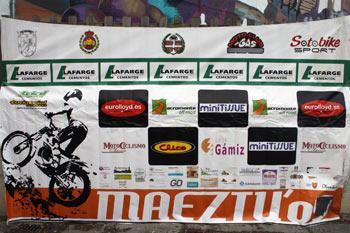 maeztu-dia1-pancarta