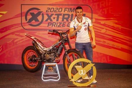 Toni Bou recibe su medalla de campeón XTrial 2020